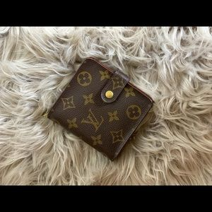 💯 Authentic Louis Vuitton Zippy Compact Wallet